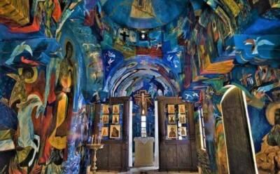 Церковь внутри радуги