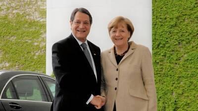 Анастасиадис попросил Меркель посодействовать возобновлению переговоров по Кипру