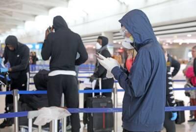 В аэропорту Ларнаки длинные очереди