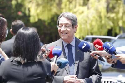 Президент Кипра получил бустерную прививку от Covid