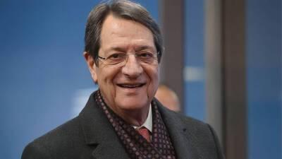 Президент Кипра получил бустерную дозу прививки от коронавируса