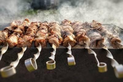 Кое-кто на Кипре будет готовить сувлу. Это выдают возросшие продажи мяса