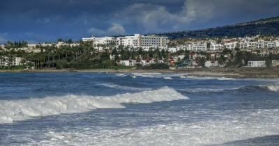 """Привитым """"Спутником"""" туристам упростили доступ на Кипр"""