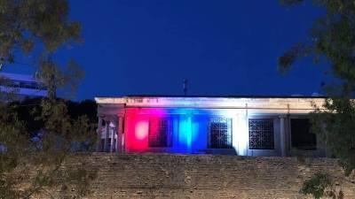 В честь Дня Победы здание мэрии в Никосии подсветили в цвета флага России