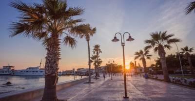 Власти Кипра смягчили правила въезда для вакцинированных туристов