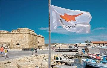 Кипр вышел из локдауна, внедрив «коронапаспорта» для граждан