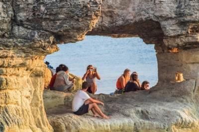 Кипр будет требовать у туристов документ о вакцинации