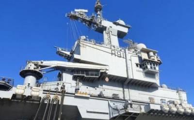 Авианосец «Шарль де Голль» в порту Лимассола (фото)