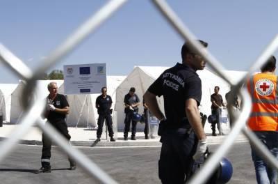 Мигрантов в прибывшей на Кипр 10-метровой лодке оказалось не 40, а 64