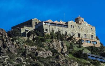 Монастырь Ставровуни закрыт на карантин из-за вспышки коронавируса у священнослужителей