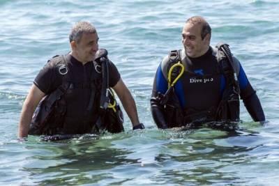 Министр транспорта Кипра погрузился на дно морское в поисках нового туробъекта