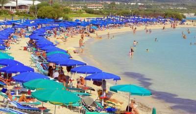 На Кипре ослабили ковидные ограничения для вакцинированных туристов