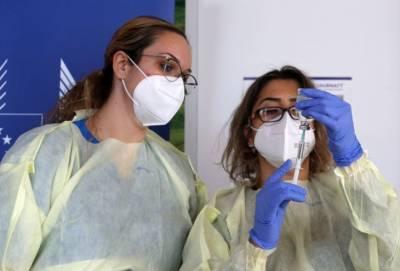 План вакцинации под угрозой срыва. Кипрские медсестры устали работать по 12 часов в сутки без выходных и доплат