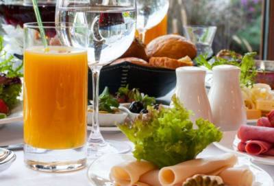 78 евро за две ночи в номере на двоих с завтраком в 5-звездочном отеле на Кипре? Такое возможно?