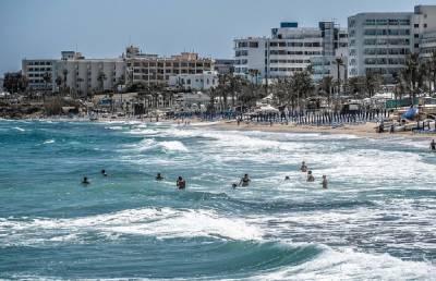 Российские туристы заняли уже более 30 отелей в двух городах Кипра