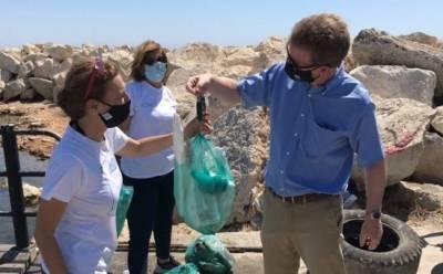 У берегов Ларнаки дайверы собрали более 100 килограмм мусора