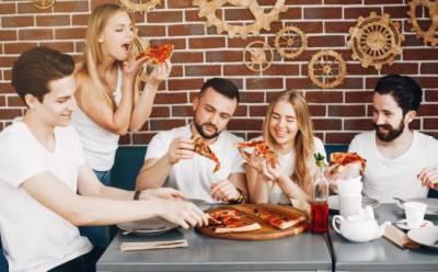 Новое ослабление мер затронет рестораны и спортивные события
