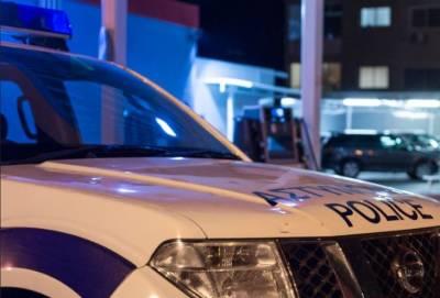 Двое крепко сложенных мужчин в черной одежде ограбили ночью 77-летнюю старушку в ее доме