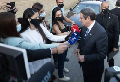 18 июня президенту Кипра сделают «небольшую операцию на позвоночнике»