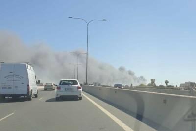 В Лимассоле тушат сильный пожар
