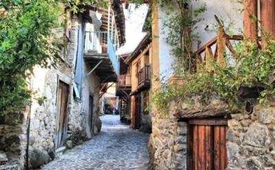 Какопетрия: деревня «злой скалы»