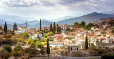 Кипр с июля будет пускать украинцев, привитых вакциной Pfizer или AstraZeneca