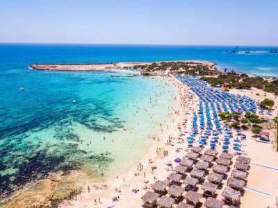 Британская пресса рекламирует чистые пляжи Кипра