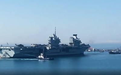 Офицер авианосца Queen Elizabeth воссоединился со своей семьей на Кипре