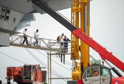 После стоянки в Лимассоле на борту британского авианосца Queen Elizabeth выявлены как минимум 100 случаев Covid-19