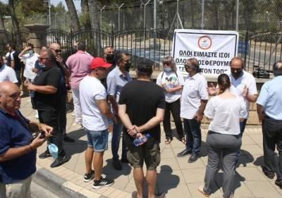 Протест владельцев ресторанов у президентского дворца по поводу Safepass
