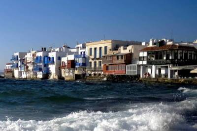 Греция: на Миконосе запретили музыку из-за новых COVID-ограничений