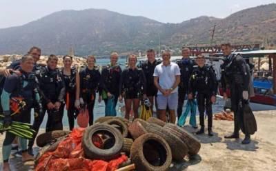 В Помосе со дна подняли 900 кг мусора