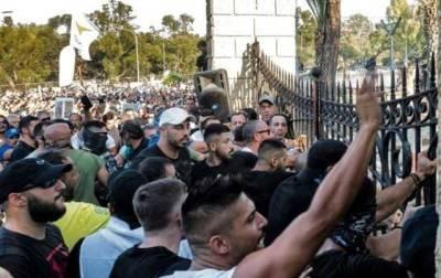 На Кипре протест против ограничений из-за коронавируса перерос в беспорядки