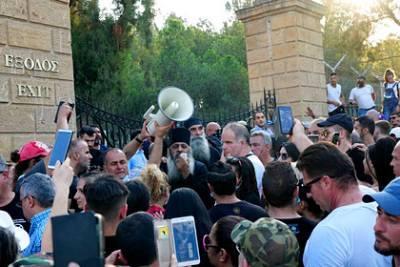 Жители Кипра устроили беспорядки из-за новых коронавирусных мер
