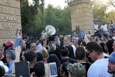 На Кипре прошли беспорядки из-за введения ковидных сертификатов