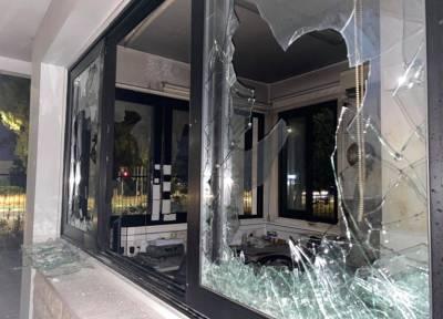 На Кипре протестующие против SafePass устроили беспорядки и разгромили офис телекомпании Sigma