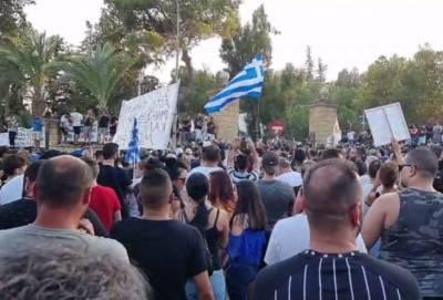 Море протестующих у президентского дворца в столице Кипра