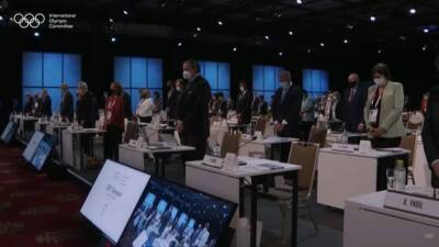 Президент МОК почтил минутой молчания в Токио жертв Covid