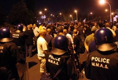 Коктейли Молотова и слезоточивый газ у президентского дворца в столице Кипра