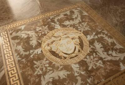 Из дома в Лимассоле пропали 80 керамических плиток Версаче на сумму 5420 евро