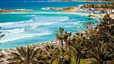 Курортный Кипр ужесточает правила въезда для невакцинированных украинцев