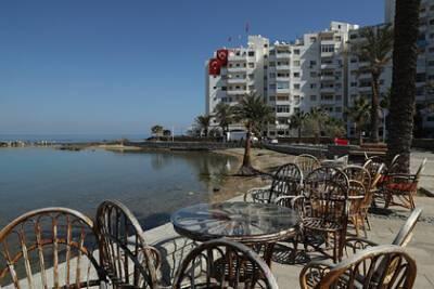 Кипр ужесточил условия пребывания на курорте для туристов