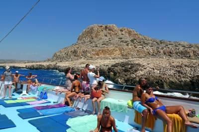 Министр туризма Кипра заявил, что в стране признают российскую вакцину от коронавируса