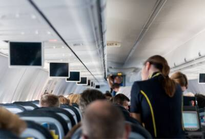 Пассажир рейса Лондон — Ларнака ударил стюардессу, помешавшую ему курить на трапе