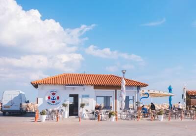 Кипр ввел новые ограничения для невакцинированных жителей и туристов