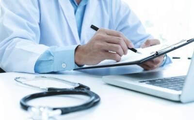 Врачи с поддельными документами продолжают лечить людей