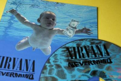 """""""Голый малыш"""" с обложки альбома Nirvana Nevermind подал в суд на музыкантов за порнографию"""