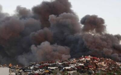 Пожар на фабрике по переработке вторсырья (фото)
