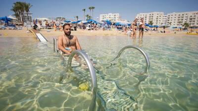 Пляжи Кипра становятся доступны для инвалидов-колясочников