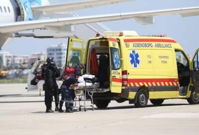 Сотрудники скорой помощи продолжают спасать жизни, даже если на них нападают